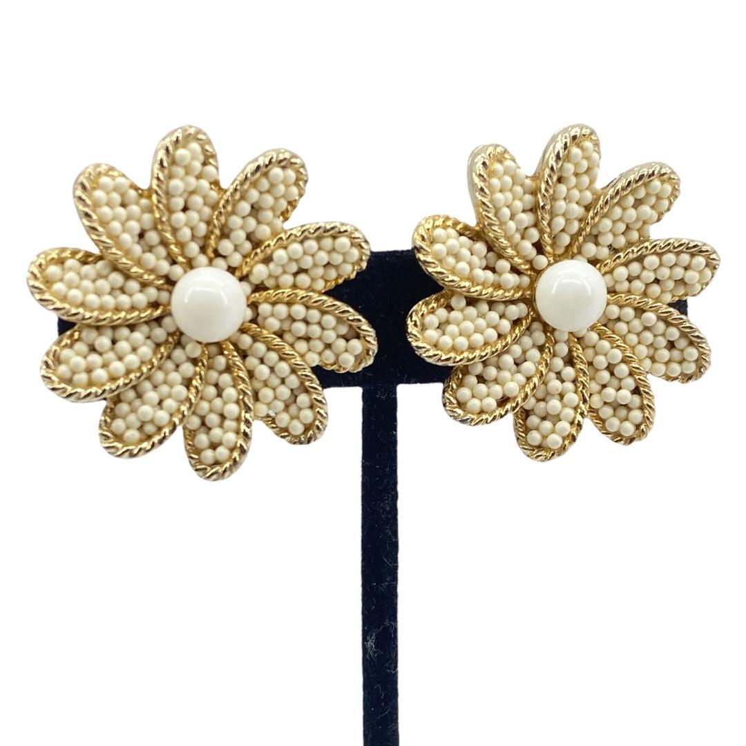 Fun Textured Daisy Motif Earrings